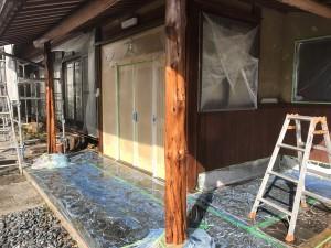 西尾市玄関柱防腐材塗装