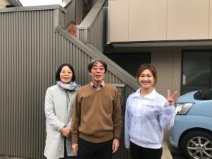 愛知県西三河東三河西尾市外壁塗装アステック超低汚染遮熱シリコン塗装カラーボンドベイジュ屋根塗装アドグリーンコートEXブラウンお客様と写真